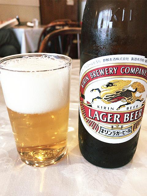 煉瓦亭で小瓶ビール
