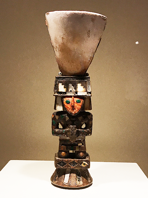 人間をかたどった祭祀用の杯(容器)