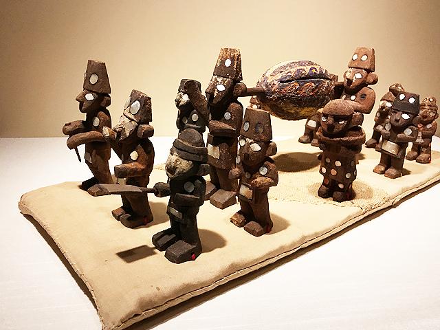 木製の埋葬行列のミニチュア模型